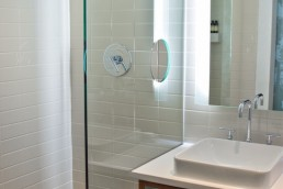 the-best-way-to-clean-stubborn-soap-scum-mould-grime-from-glass